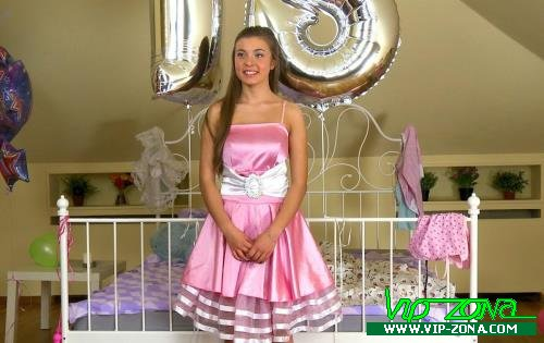 Roxy Bell - Happy 18th Birthday (2012/Boundgangbangs.com/HD)