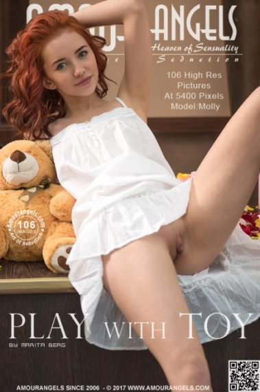 Molly - Play With Toy